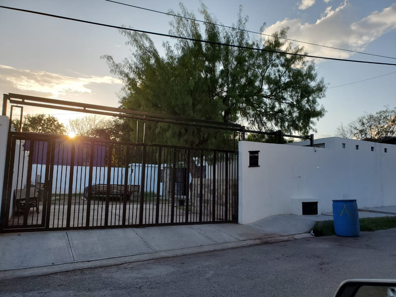 Renta casa 2 rec y 2 baños $7,500, calle Álamo #410 col. Guillen. (RC #55)